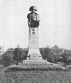 Pomnik przed Wyższą Szkołą Wojenną